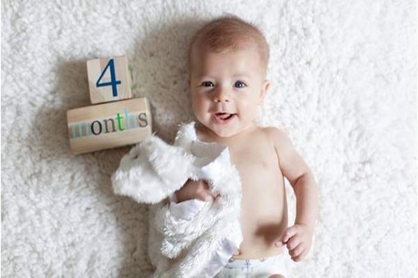 Perkembangan bayi umur 4 bulan yang sehat normal