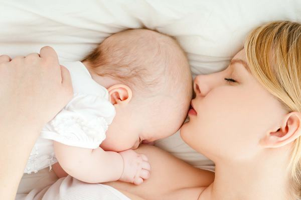 cara esensial merawat bayi umur 1 bulan