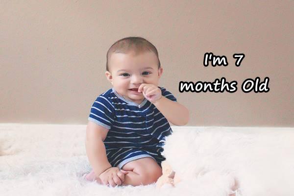perkembangan bayi umur 7 bulan yang sehat normal