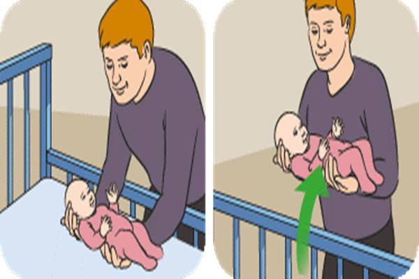 cara mengangkat bayi baru lahir