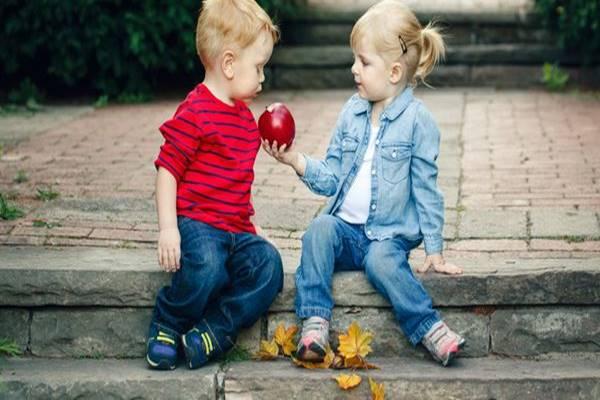 mendidik anak agar peduli sesama